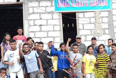 La Femme tour in West Timor